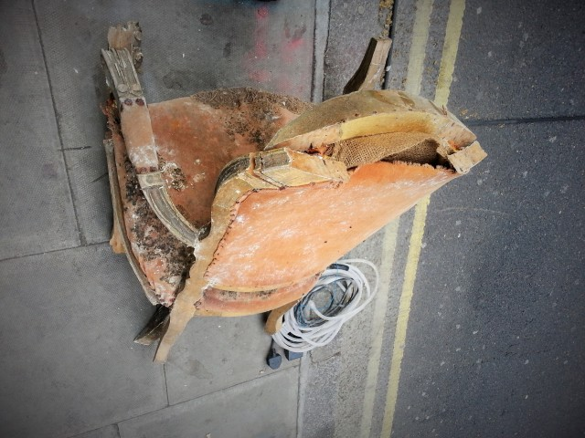 broken-armchair-on-the-street-2